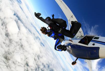 tandemsprung fallschirmspringen zu zweit: kosten und erfahrungen